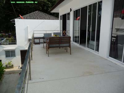 house for rent with terrace and swimming pool on the island of Ko Samui in Thailand, with pleasant hea