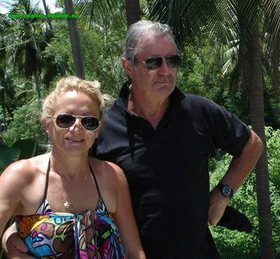 Mary and Patrick welcome you on arrival at the airport of Koh Samui in Thailand to make you relax and you begin your holiday spirit free