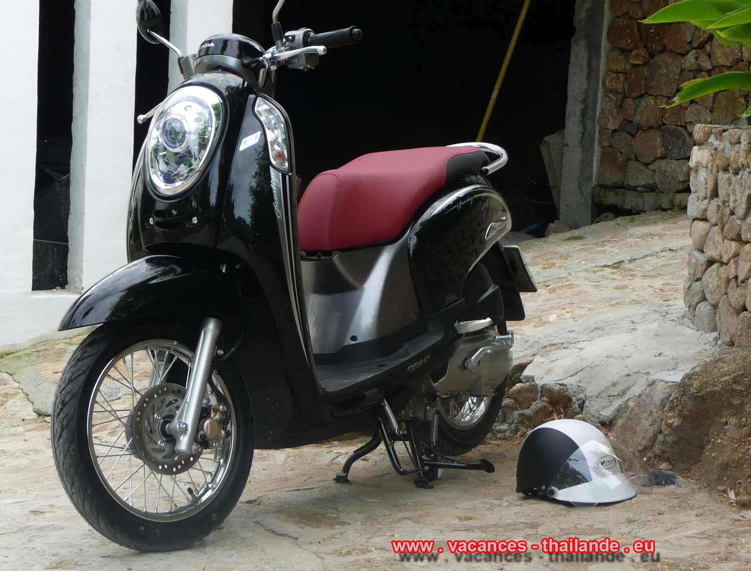 Holidays thailande, p32 scooters Honda leased the house and